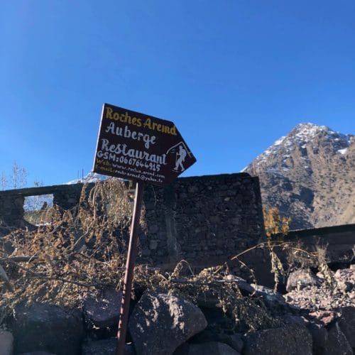Sign to Roches Armed restaurant at the foothills of the High Atlas Mountains